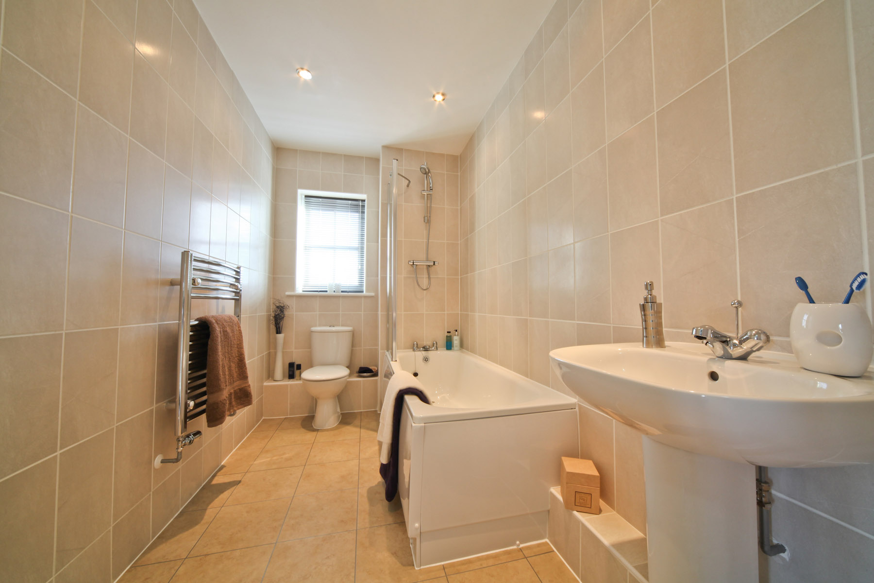 Taylor Wimpey typical family bathroom